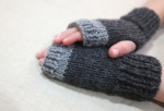 fingerless gloves 11 - charcoal grey - in action